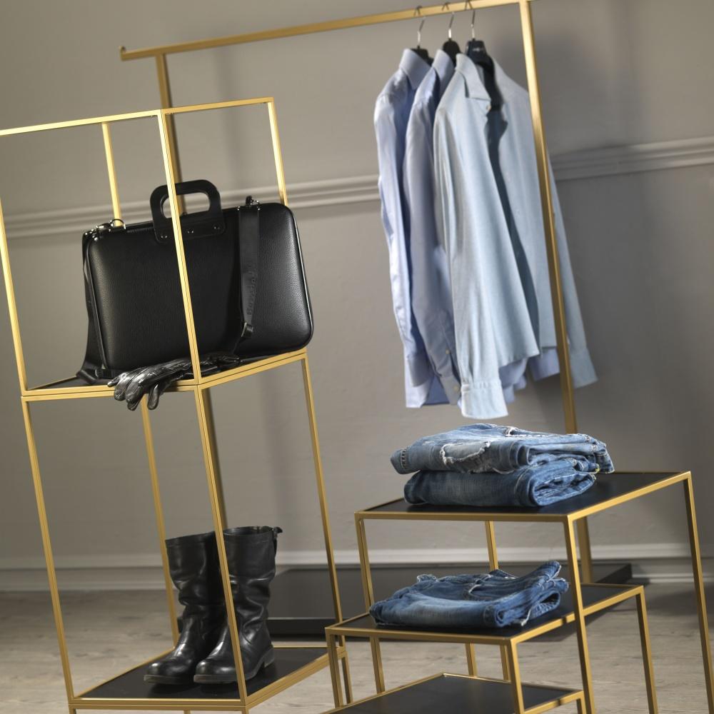 arredamento completo negozio colore oro